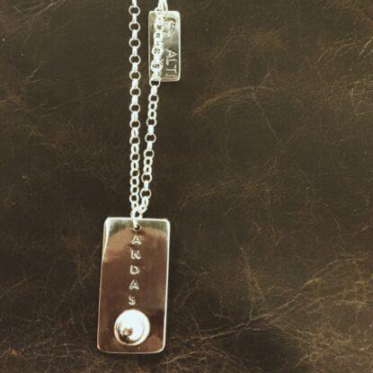 Alti Andas smycke med lång silverkedja
