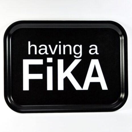 bricka-having-a-fika-svart.jpg