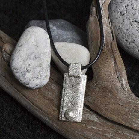 Alti andas smycke läderrem.jpg