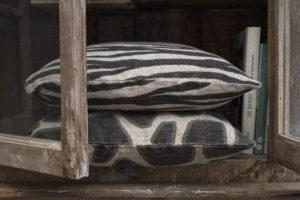 Kuddfodral Zebbe lin svart miljö