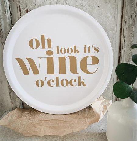 Bricka rund Oh its wine o clock guld