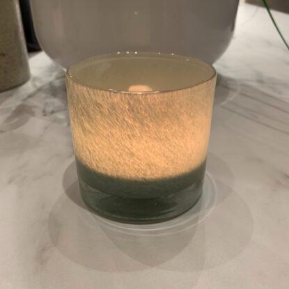 Ljuslykta Nilla ljusgrå 8 cm