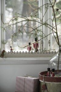 Ib Laursen Julkalender trä gående vakt miljö 3